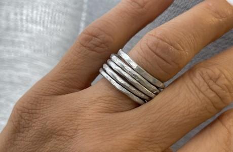 טבעת מלופפת ומרוקעת