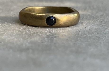 טבעת בראס לא סימטרית זירקון שחור