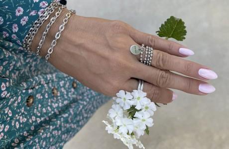 טבעת דיסקית דקה  עם מטבע MOM