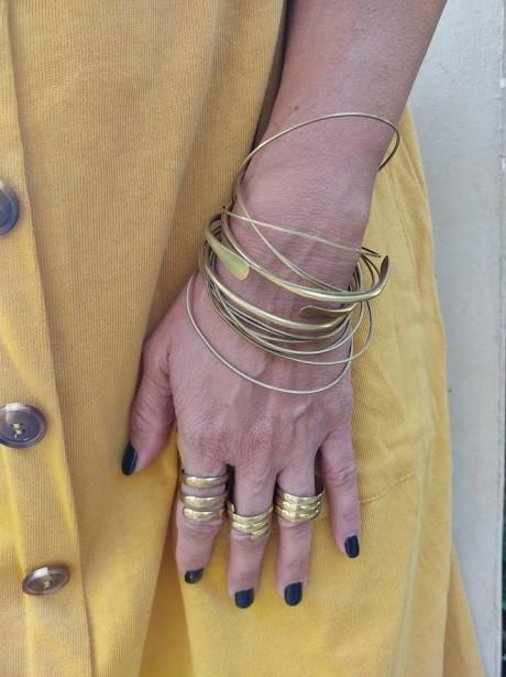 על האצבע דוגמא לטבעת פתוחה