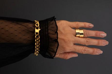טבעת שטוחה גדולה בזהב