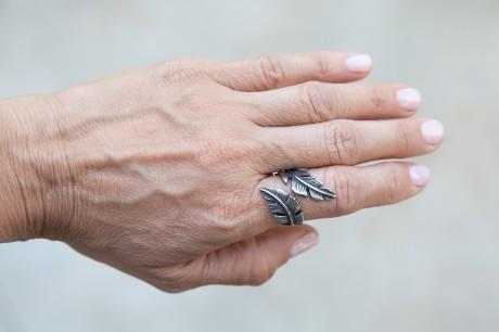 טבעת נוצה גדולה