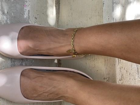 צמיד רגל זהב , צמיד עמיד במים , צמיד תליון לב , מאיה אהרוני תכשיטים