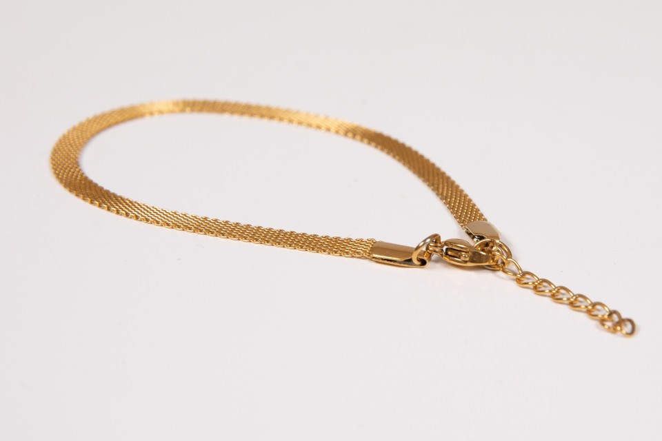 צמיד זהב עדין מאיה אהרוני