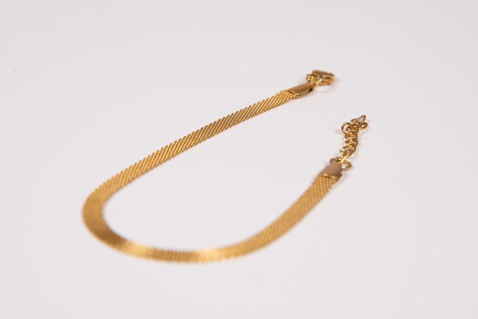 צמיד זהב עדין עדין מאיה אהרוני תכשיטים
