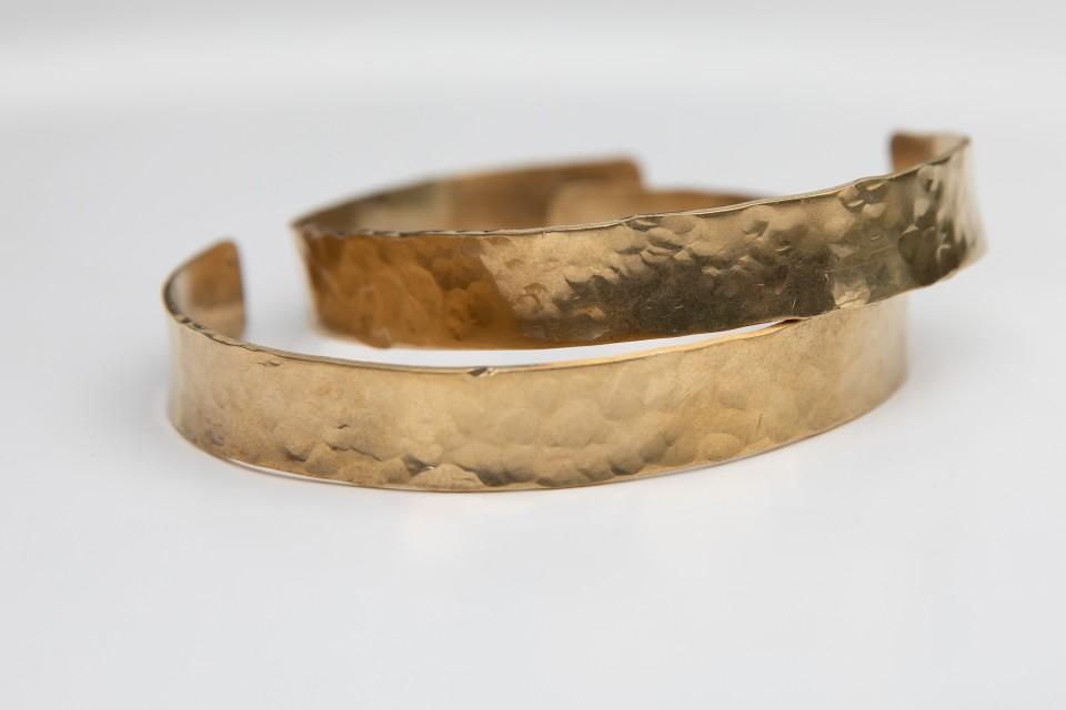 צמידי בראס פתוחים ומרוקעים מאיה אהרוני תכשיטים